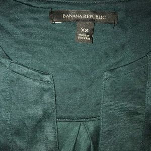 NWOT Banana Republic Womens v neck emerald top XS
